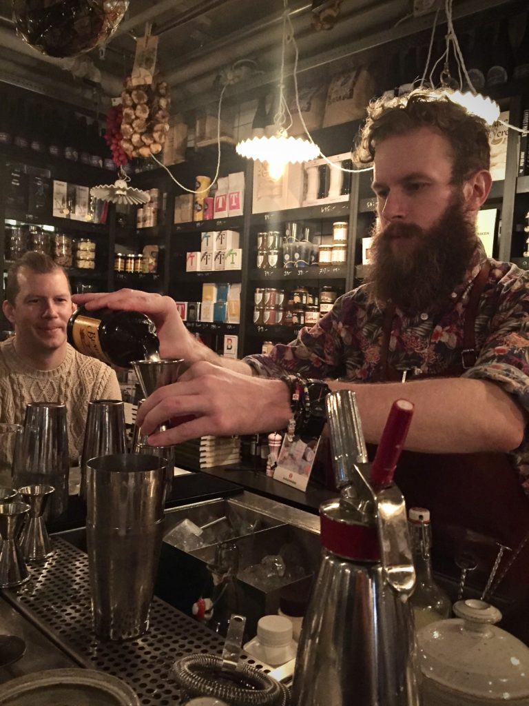 Emil Åreng, bartender i Umeå
